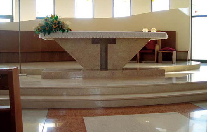Immagini chiese moderne interesting san giovanni apostolo for Arredo chiesa