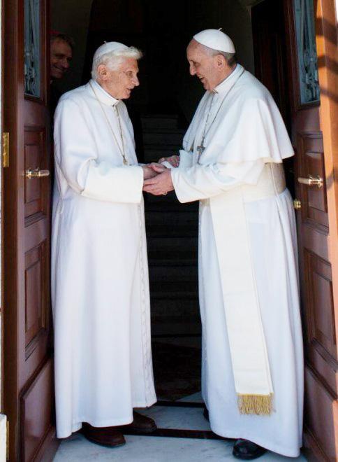 http://www.unavox.it/NuoveImmagini/Papa_Francesco/Due_papi/Due%20papi%202%20maggio%202013/BXVi_Franesco_1.jpg