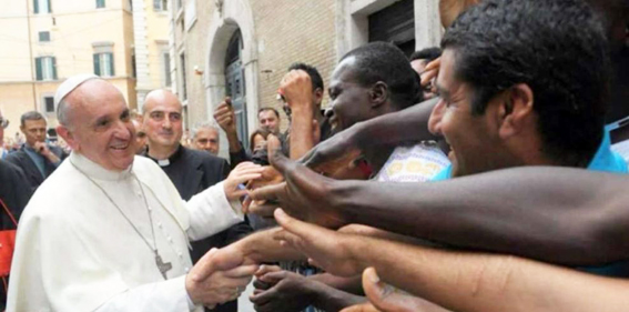 http://www.unavox.it/NuoveImmagini/Papa_Francesco/papa_immigrati.jpg